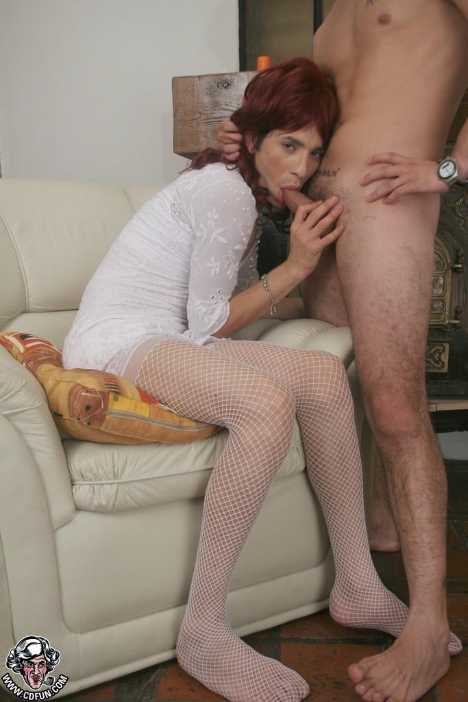 Tranny spanks her own useless dick